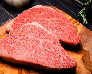 厚切りの牛ステーキ
